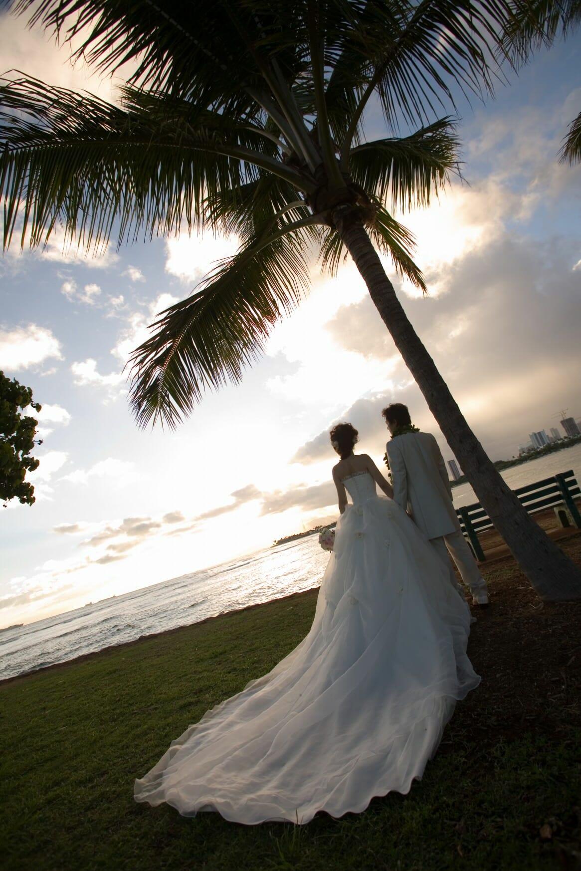 海外挙式へのドレスやモーニングの持ち出し衣裳レンタルにも対応