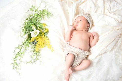 Newborn photo 生後間もない赤ちゃんの写真撮り、ニューボーンフォトは高岡市のブライダルハウスで撮れる