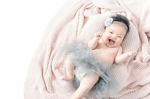 100日祝いの写真で赤ちゃんのはだかを写真で撮っているこのプランが一番人気