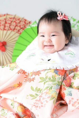 赤ちゃん 女の子 百日祝い 着物 100日祝い 富山 高岡 写真 かわいい はだか 家族写真 古典柄
