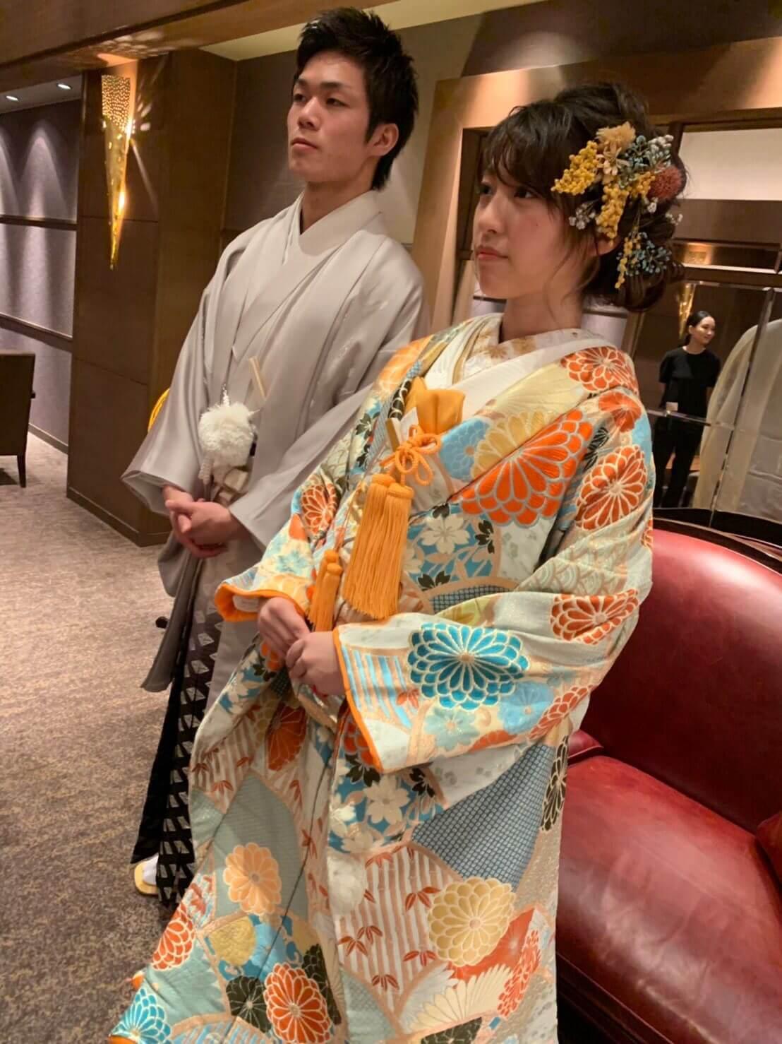 富山県高岡市にある射水神社ブライダルフェアの様子 ブルーの古典モダンな色打掛とさわやかなグレーの紋付の衣裳提供 ブライダルハウスひまわり