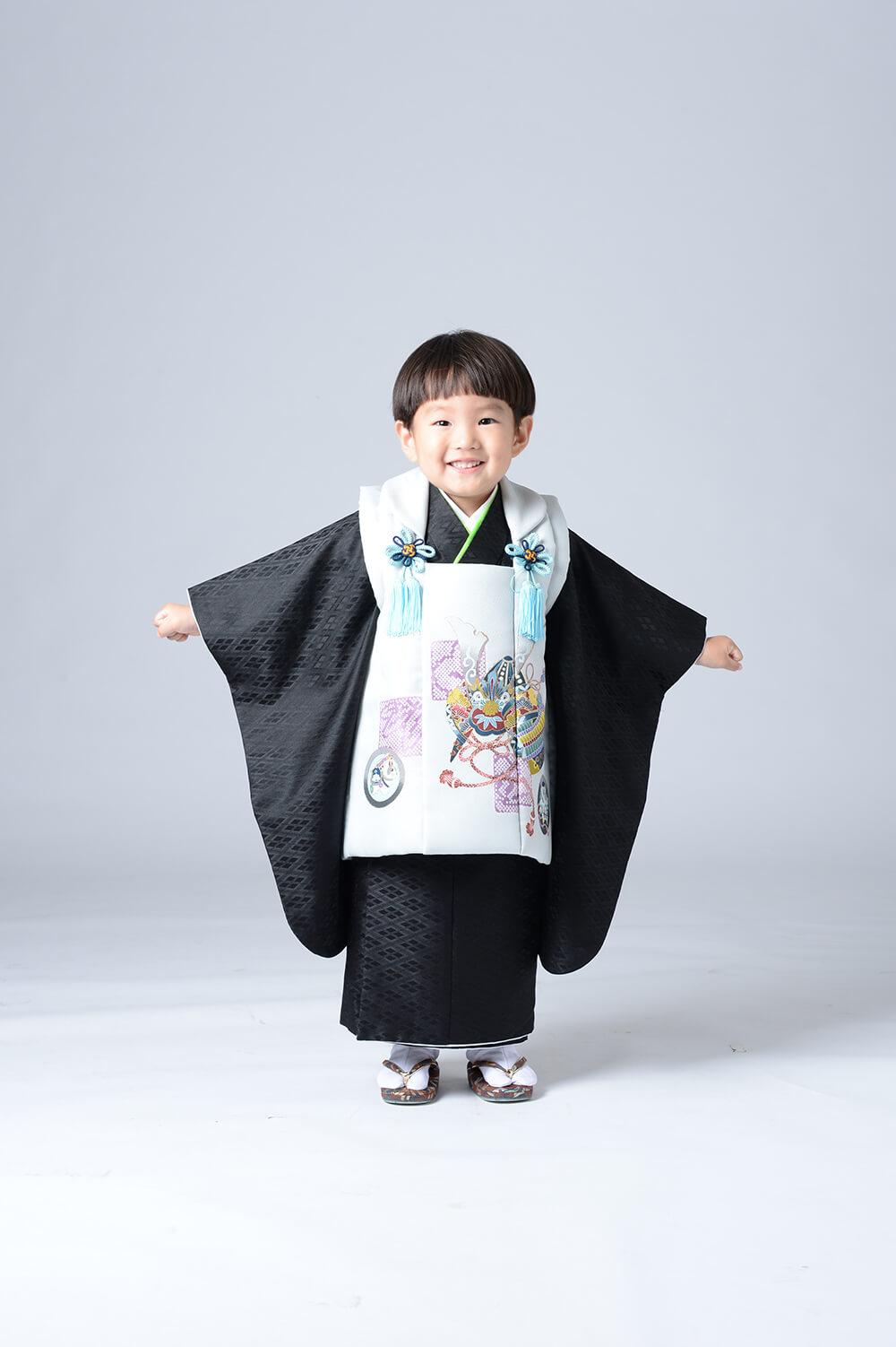 3才男の子の被布がかわいい 射水神社へ七五三参拝にいきます