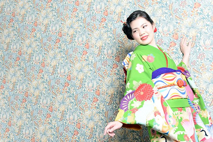 富山でオシャレな成人式の前撮りが撮りたいなら、輸入壁紙でオシャレな空間を演出する高岡市のブライダルハウスひまわりがおすすめ